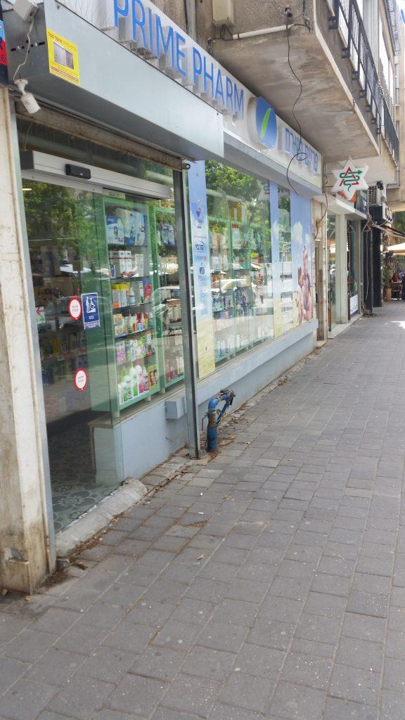 ויטרינות לחנויות עם דלת אוטומטית
