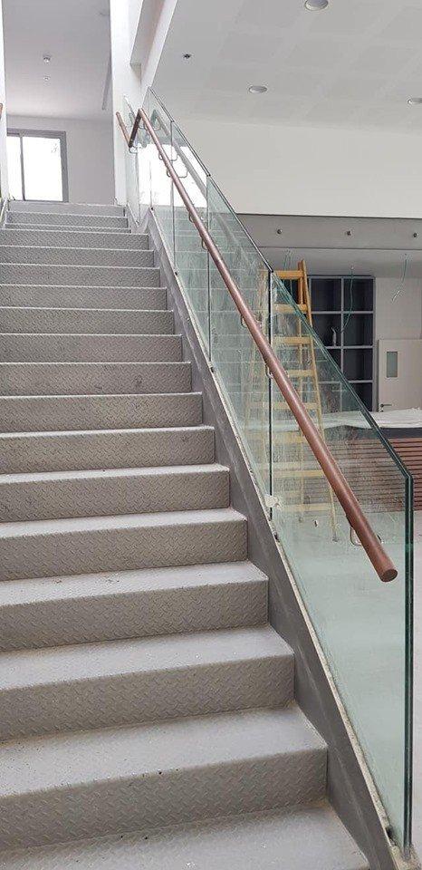 מעקה מדרגות 3